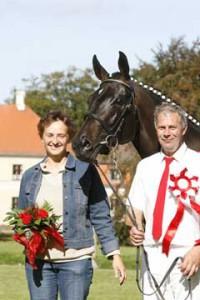 Queen Utnämnd till Bästa Hoppsto i Danmark. Casanovas mor
